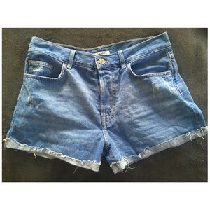 FOREVER 21 mid rise jean cut off shorts
